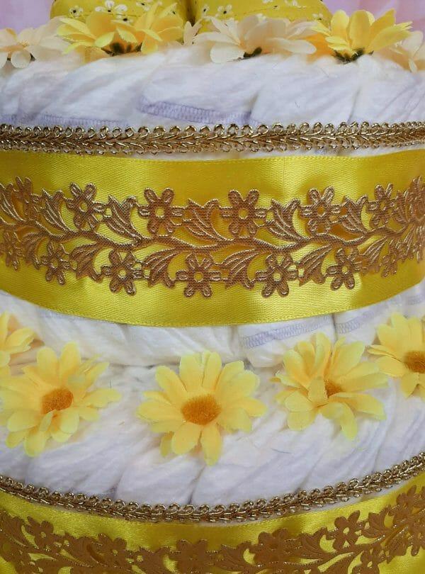 Kollane mähkmetort lilleliste papudega 2